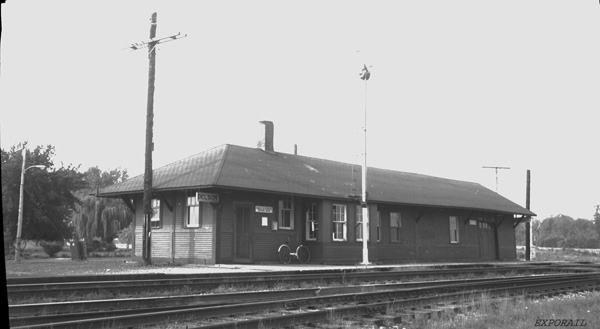 Gare de Delson en 1971. Archives Exporail, Fonds MacKay (PEN-152)